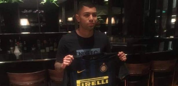 Gabigol já posa para fotos com a camisa da Inter, mas ainda deve defender o Santos