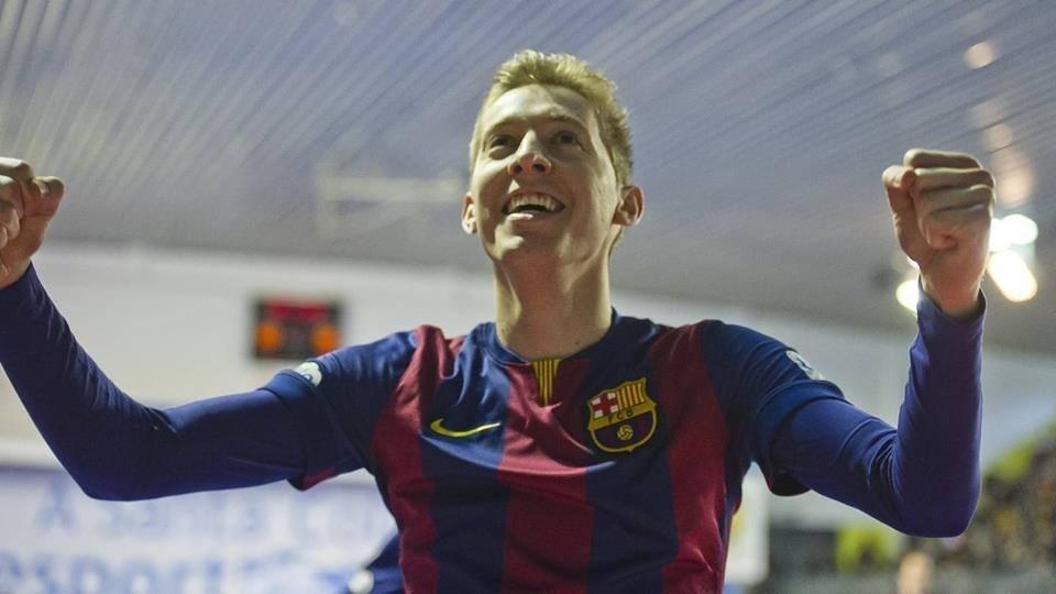 ce9eb7742f Novato da seleção de futsal é comparado a Messi e veste a 10 do Barça  veja  - 11 09 2016 - UOL Esporte
