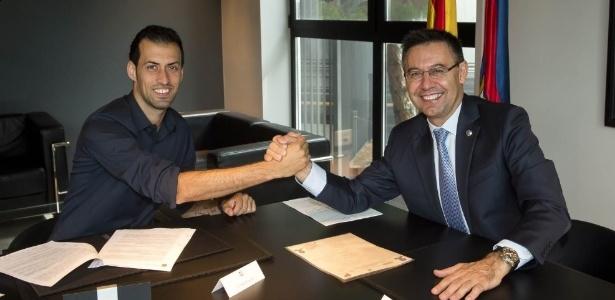 O jogador assinou a renovação de contrato nesta quinta (22) - Divulgação/Barcelona