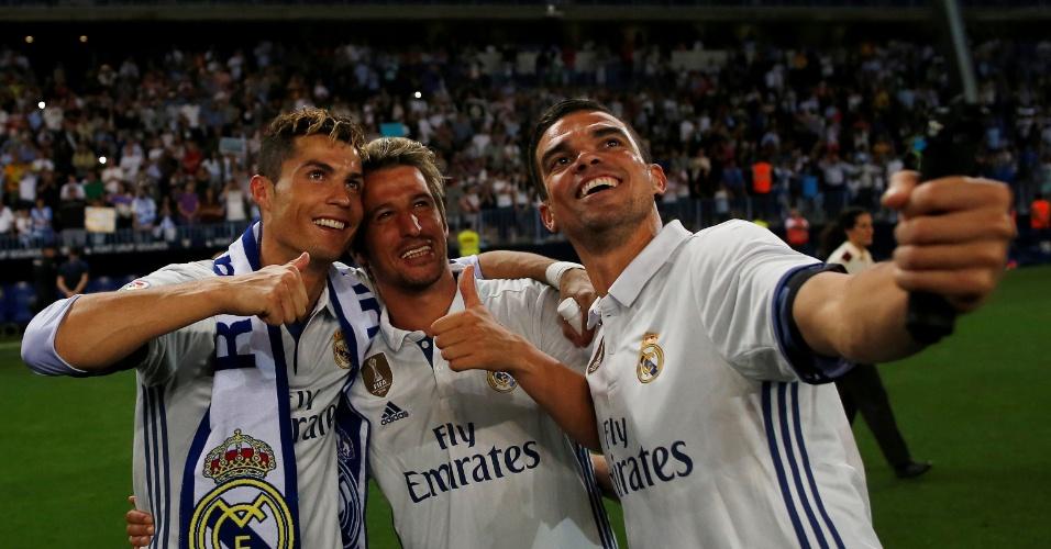 Portugueses Cristiano Ronaldo, Coentrao e Pepe fazem selfie após título do Madrid