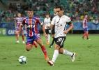 Corinthians desembarca após derrota na Bahia e admite missão: secar rival