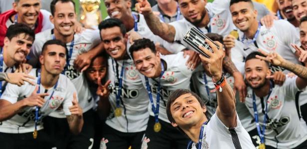 Romero tira selfie na festa do título; elenco não pagou premiação do Brasileiro