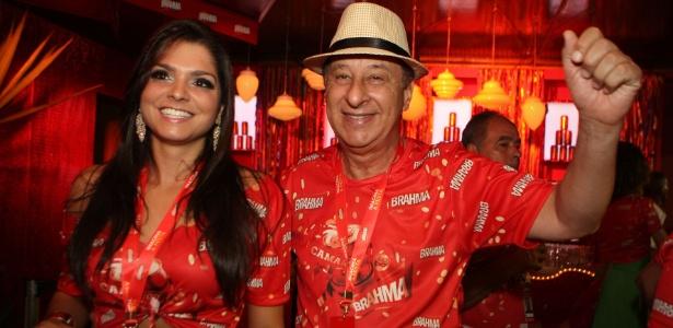 Marco Polo Del Nero em aparição no Carnaval do Rio com a ex-namorada Carolina Galan