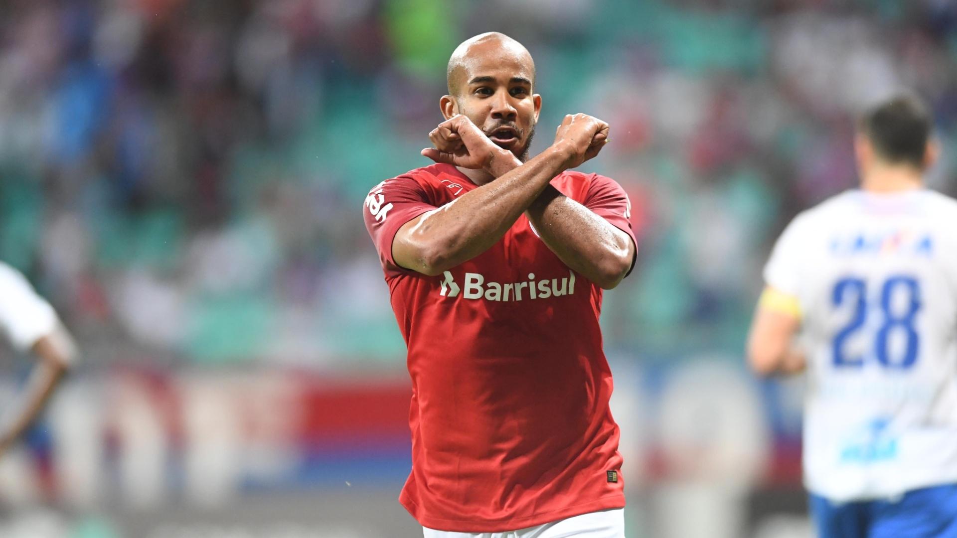 Patrick comemora gol do Internacional contra o Bahia, pelo Campeonato Brasileiro