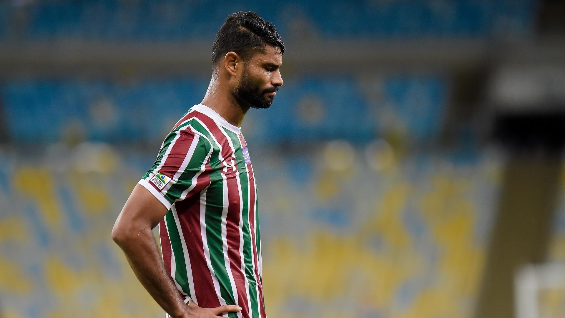 Zagueiro Gum em ação pelo Fluminense contra o Vitória