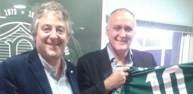 Paulo Nobre entrega camisa do Palmeiras para Rubnei - Reprodução/Twitter