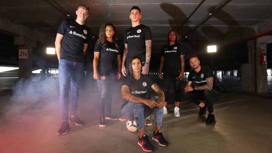 Nova terceira camisa do Inter em preto, lançada hoje pelo clube - Divulgação/Inter
