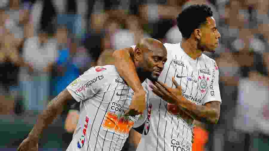 Corinthians de Vagner Love e Gustavo perdeu posição e caiu ao sexto lugar - Daniel Vorley/AGIF