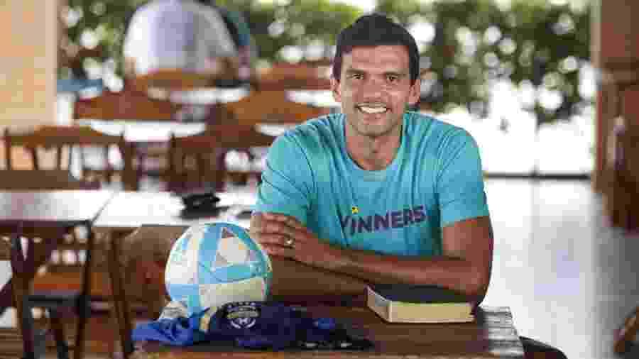 Vitor, ex-goleiro do Londrina, que decidiu seguir os preceitos da religião Adventista e não joga aos sábados - Raul Spinassé/UOL