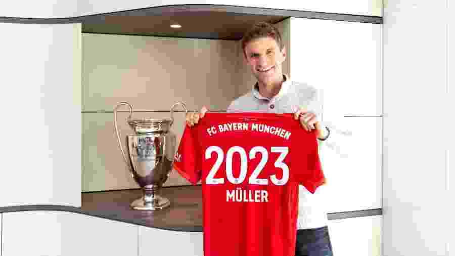 Thomas Muller posa após renovar contrato com o Bayern de Munique até 2023 - Divulgação