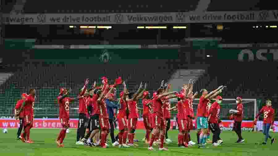 Jogadores do Bayern de Munique comemoram título alemão em estádio vazio - Stuart Franklin/Getty Images