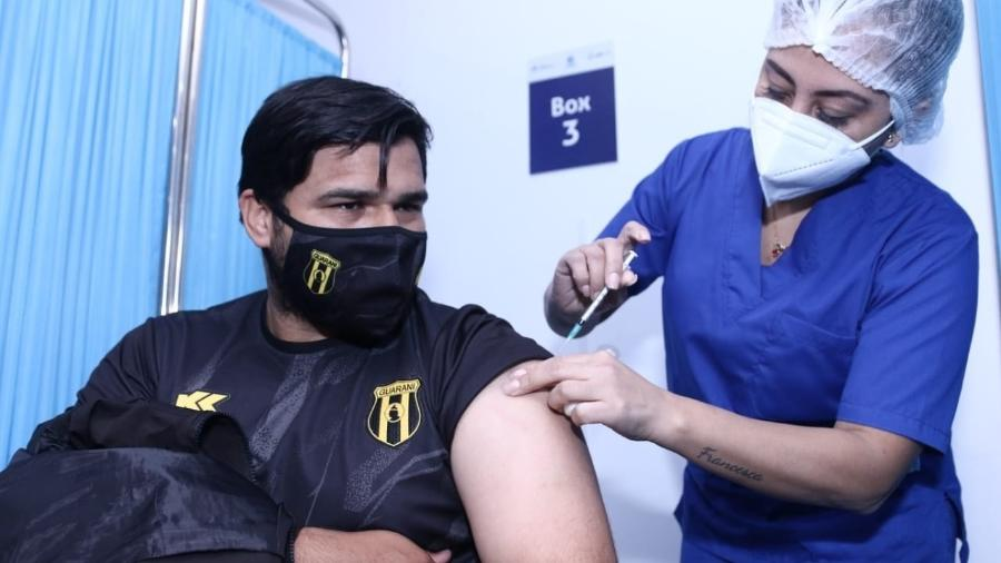 Associações de Paraguai e Uruguai iniciaram vacinação contra covid para jogadores e clubes em maio - Divulgação