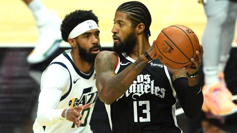 Paul George, do Los Angeles Clippers, encara a marcação de Mike Conley, do Utah Jazz, em jogo da NBA - Jayne Kamin-Oncea/USA TODAY Sports