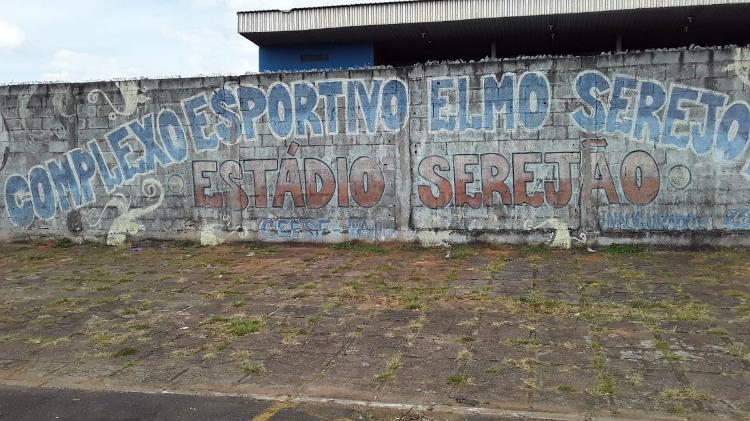 Entrada do estádio Serejão, em Taguatinga, no Distrito Federal - Marinho Saldanha/UOL - Marinho Saldanha/UOL