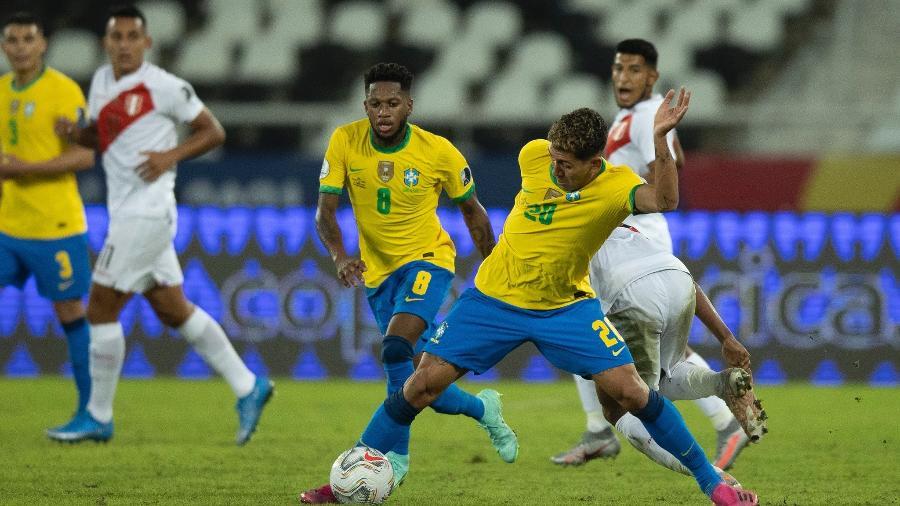 Tufos de gramado saíram durante toda a partida entre Brasil e Peru no Nilton Santos - Lucas Figueiredo/CBF