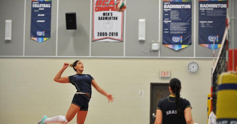 Mari Paraíba treina com a seleção brasileira em Toronto, durante o Pan