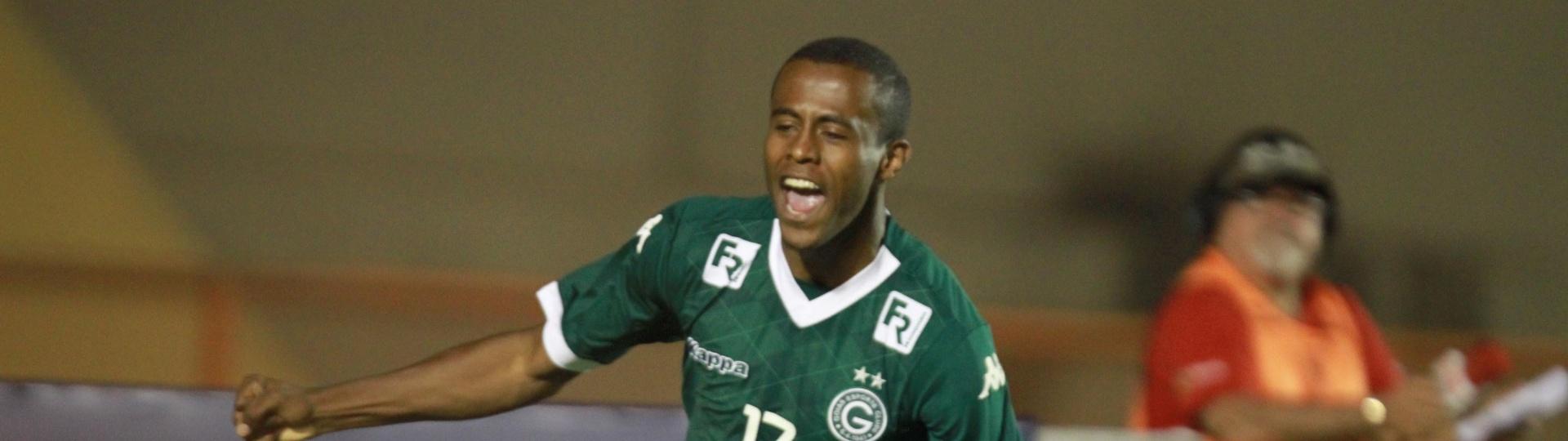Carlos Eduardo marcou o gol da vitória do Goiás contra o Sport