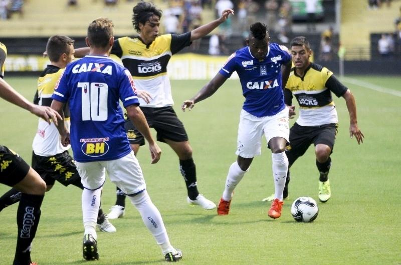 Cruzeiro fecha com Umbro em pacote com internacionalização e contratações -  22 02 2016 - UOL Esporte fff8e2e7172e1