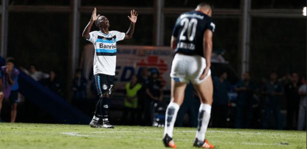 """Lincoln comemora gol """"salvador"""" do Grêmio contra o San Lorenzo - Lucas Uebel/Divulgação/Grêmio"""