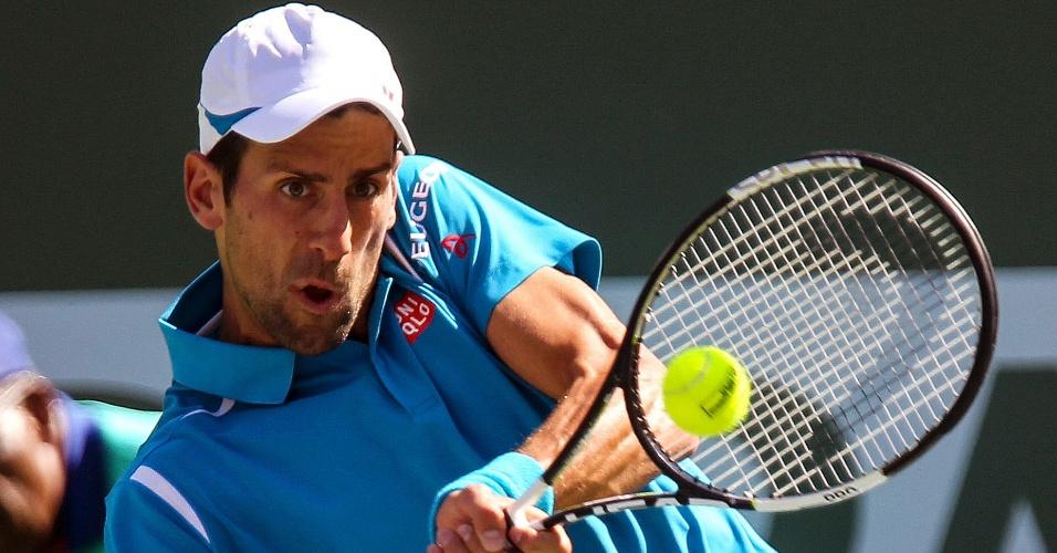 Novak Djokovic em ação na semifinal do Masters 1000 de Indian Wells