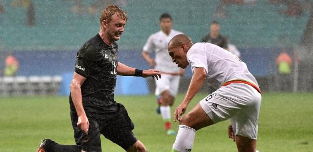 Julian Brandt (esq.) em lance durante a Olimpíada do Rio com a seleção alemã - AFP PHOTO / NELSON ALMEIDA