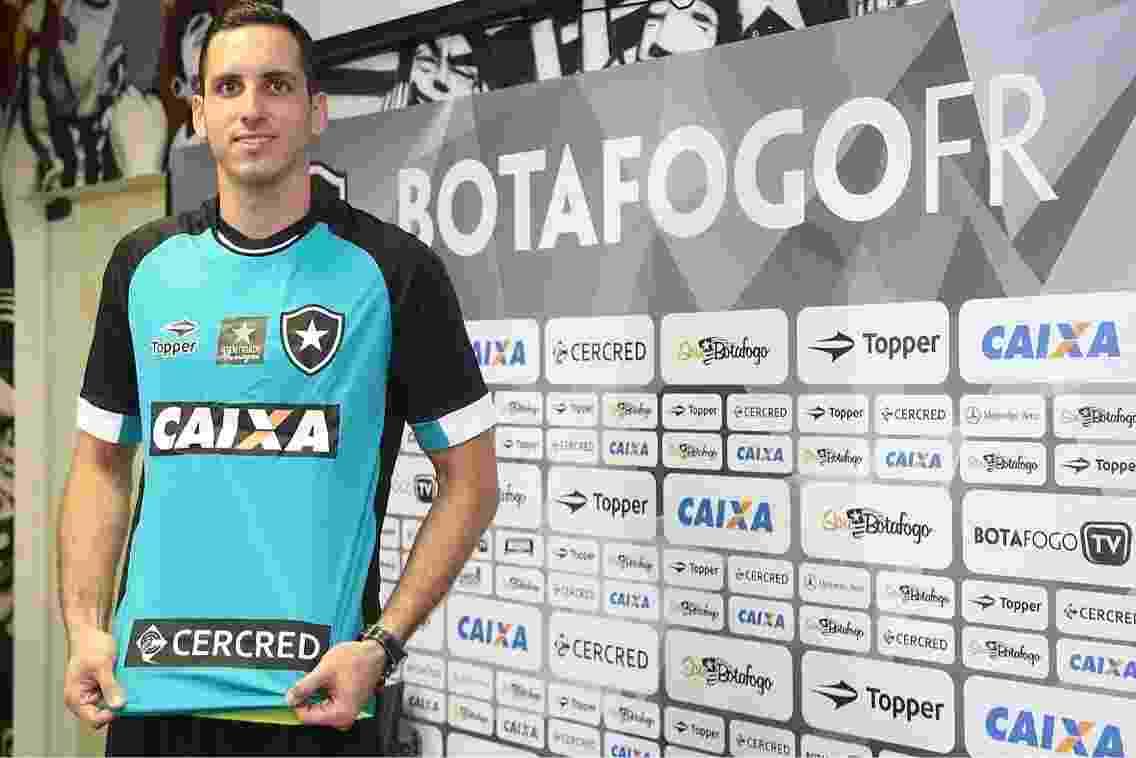 Gatito Fernández apresentado no Botafogo - Twitter/@BotafogoOficial/Divulgação