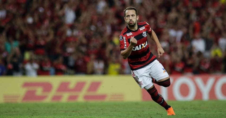 Everton Ribeiro comemora gol do Flamengo contra o Emelec na Copa Libertadores