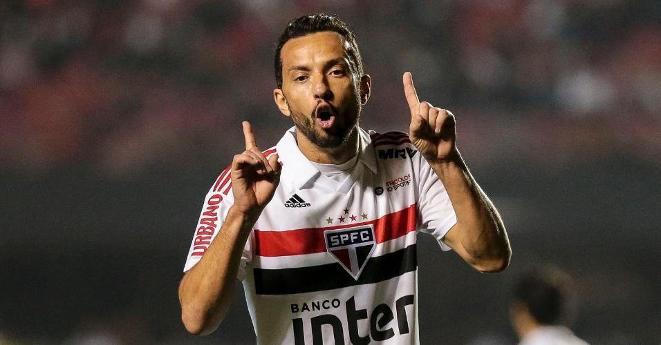 Nenê gesticula durante jogo entre São Paulo e Bahia