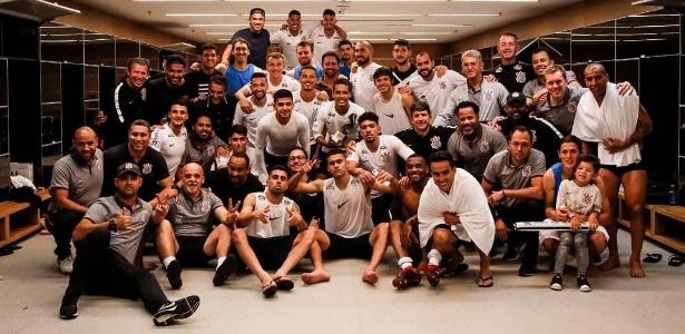 Corinthians posa para foto após vencer o Flamengo em Itaquera - Reprodução/Instagram