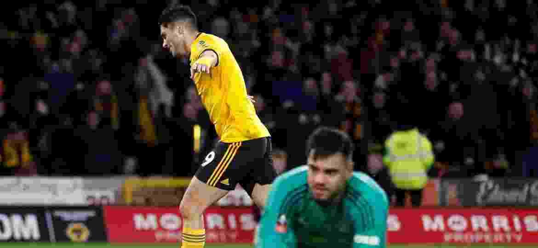Raul Jimenez comemora gol que abriu caminho para classificação do Wolverhampton - Carl Recine/Reuters