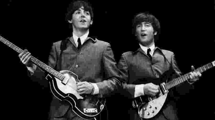 Paul McCartney e John Lennon - Mike Mitchell/Omega Auctions