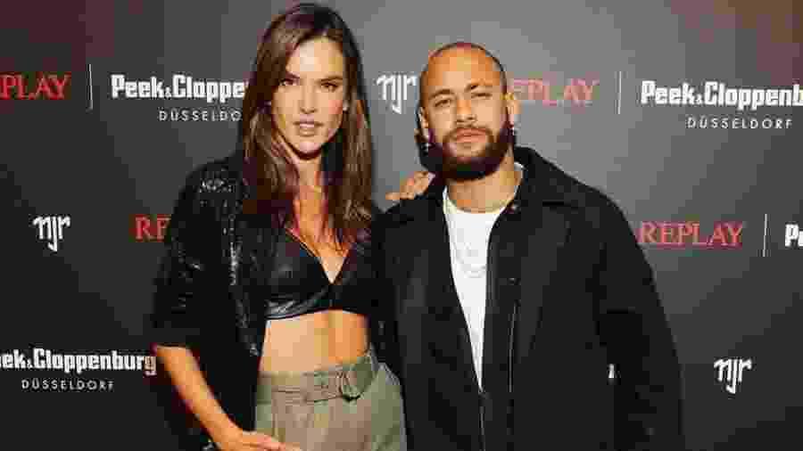 O craque Neymar e a modelo Alessandra Ambrosio posam juntos em evento de moda em Düsseldorf, na Alemanha - Reprodução/Instagram/alessandraambrosio