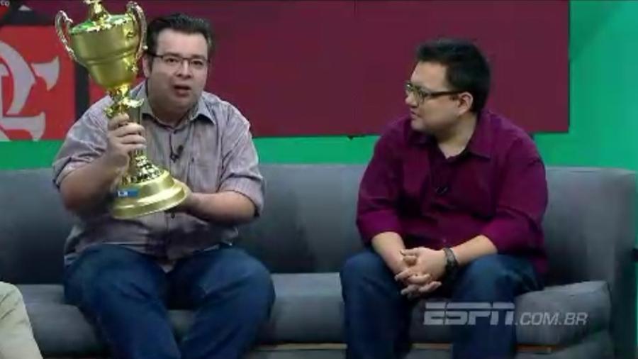 Rômulo Mendonça entrega taça do Campeonato Brasileiro para Flamengo - Reprodução/ESPN