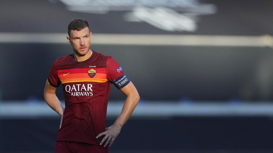 Edin Dzeko foi oferecido pela Roma ao Barcelona - REUTERS/Friedemann Vogel