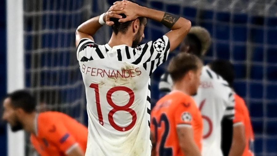 Bruno Fernandes lamenta gol do Istanbul Basaksehir  - OZAN KOSE/AFP