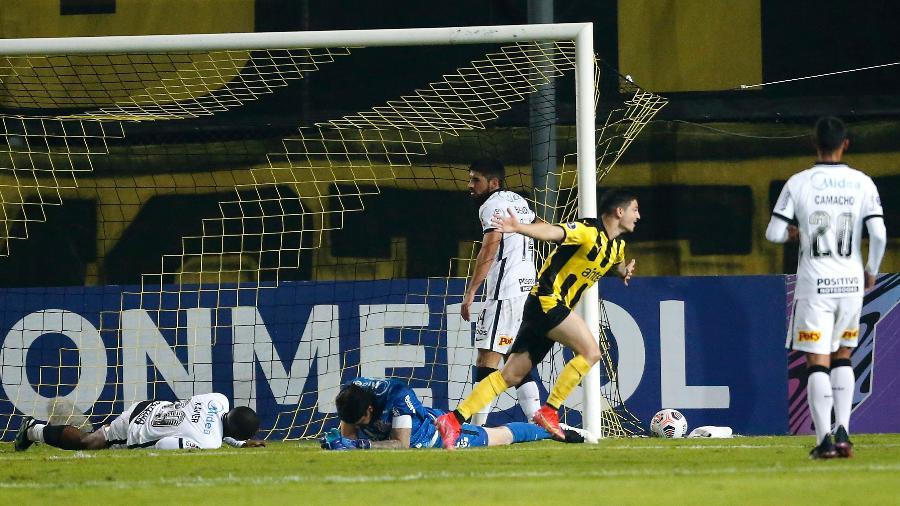 Álvarez Martínez comemora gol do Peñarol sobre o Corinthians na Sul-Americana - Mariana Greif - Pool/Getty Images
