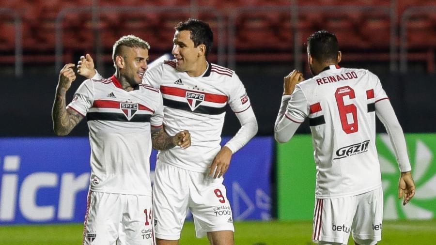 Liziero comemora o segundo gol do São Paulo contra a Ferroviária - Marcello Zambrana/AGIF