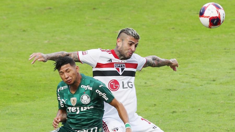 Lance entre Rony e Liziero na final entre São Paulo e Palmeiras - Alex Silva/Estadão Conteúdo
