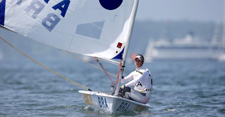 Brasileira Fernanda Demetrio disputa prova de vela, na categoria Laser Radial. Ela terminou com a medalha de bronze