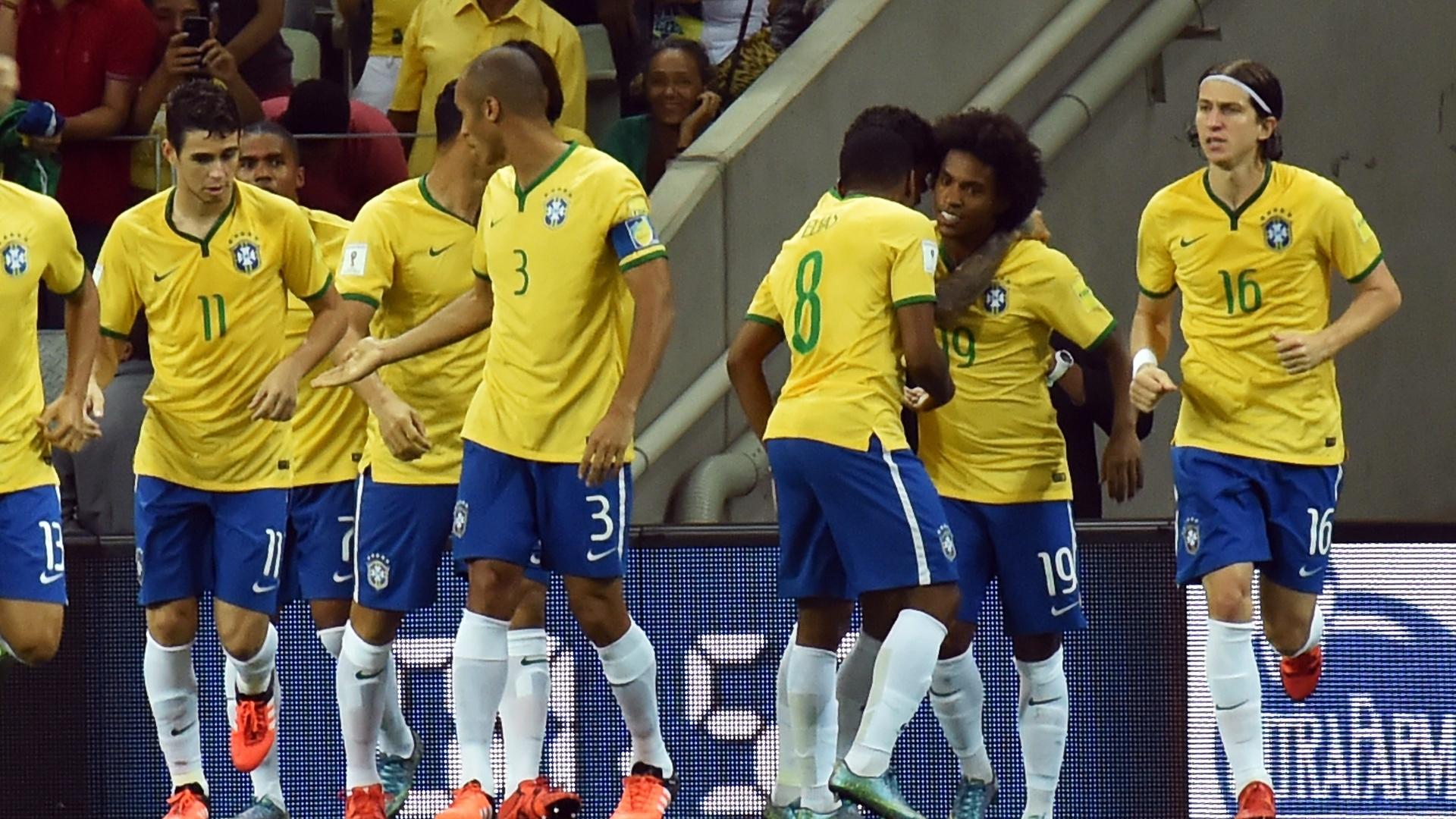 Jogadores da seleção brasileira comemoram gol de Willian contra a Venezuela. Gol aconteceu aos 36 segundos de jogo