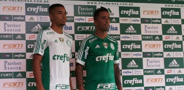 Gabriel Jesus e Barrios foram escolhidos para apresentar o novo uniforme  - Diego Salgado/UOL Esporte