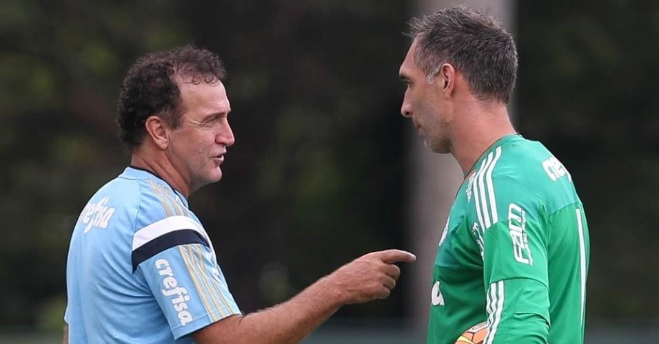 Cuca orienta o goleiro Fernando Prass no treino do Palmeiras