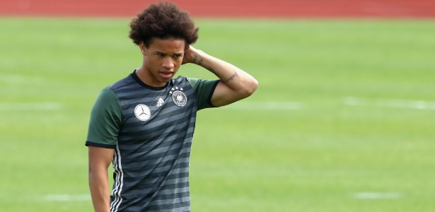 Leroy Sané pediu para deixar o Schalke 04; atleta tem proposta do City