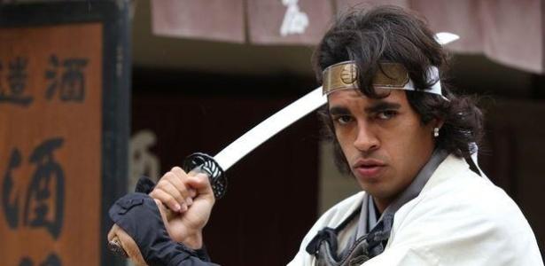 Júnior Dutra posa como samurai para revista do Kashima Antlers em 2012
