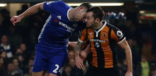 Ryan Mason sofreu fratura craniana em choque com Gary Cahill, do Chelsea