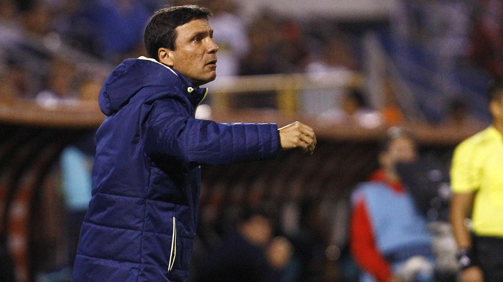 O técnico Zé Ricardo comanda o Flamengo na derrota para a Universidad Católica-CHI