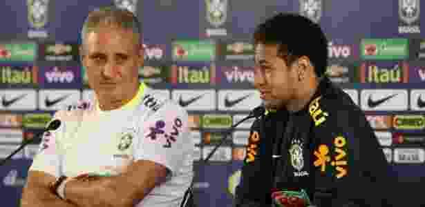 Tite e Neymar se divertem na coletiva de imprensa - Pedro Martins/MowaPress