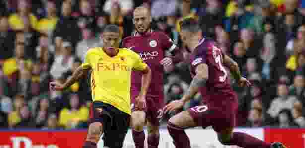 Richarlison, do Watford, tenta passar pela marcação do Manchester City - REUTERS/Darren Staples - REUTERS/Darren Staples