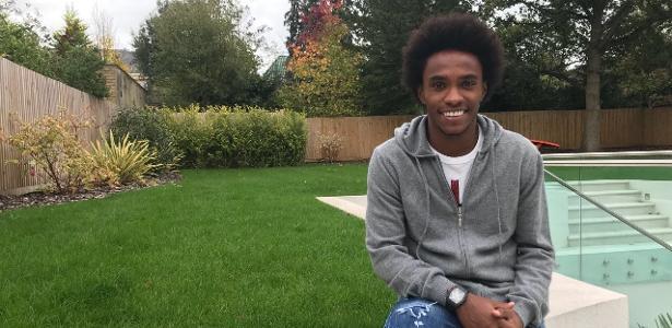 Willian recebeu a reportagem do UOL Esporte em sua casa em Londres