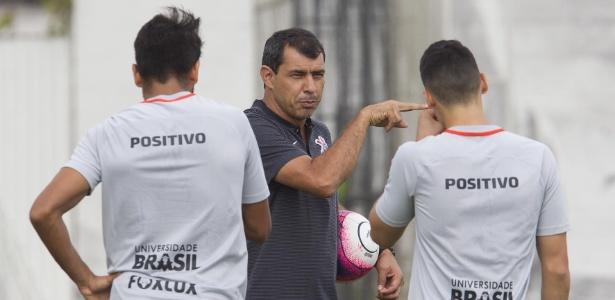 Carille orienta jogadores do Corinthians na véspera da decisão com o Bragantino